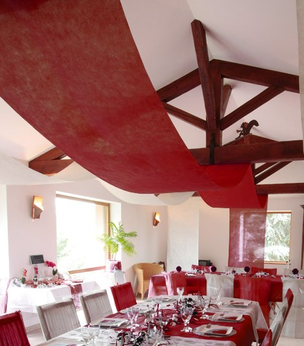 tenture jetable coloree pour plafond en tissu intisse 10 m