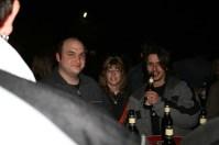 Nachts auf einer Wiese herumstehen? Egal wenn genug Bier da ist.