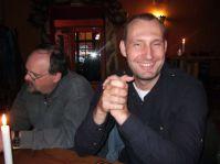 am Abend beim Cocktail trinken