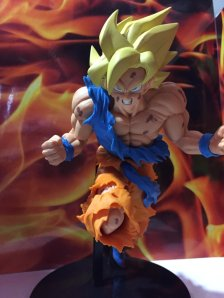 jump-anniversary-50th-son-goku-figure-2