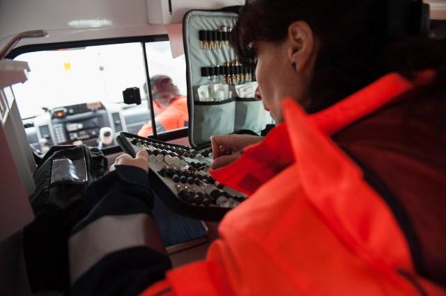 Drumul spre al treilea caz - - Fotoreportaj: 15 ore pe ambulanță