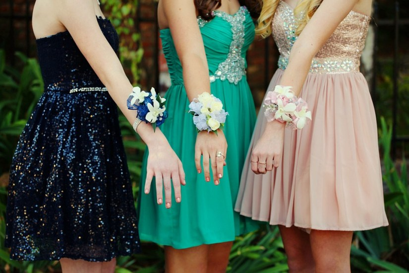Tips for Buying the Right Prom Dresses
