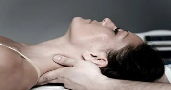 blog picture of close up of lady getting adjustment from chiropractor