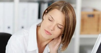 blog picture of lady at her desk having neck pain