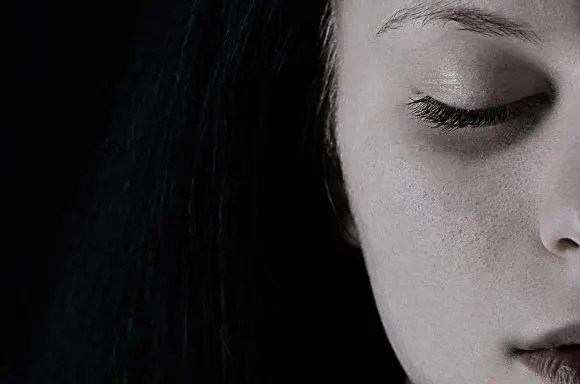 blog de imágenes de la mujer que parece presionada