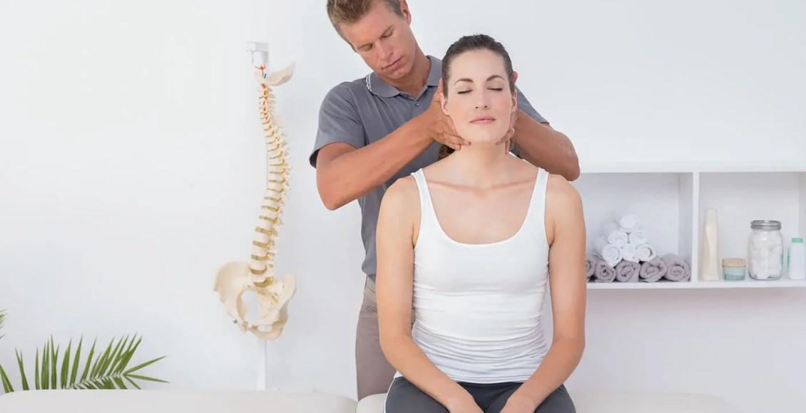 Kiropractika Manipulado por Cervikaj Dornaj Aferoj | Ekstrema Kiropractoro