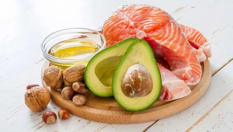 Imagen que muestra diversos grupos de alimentos de la dieta cetogénica.