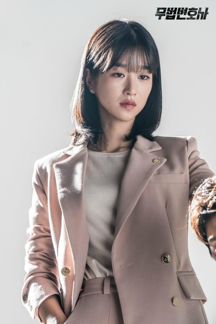 Korean Drama Lawless Lawyer Behind the scenes and set images starring Lee Joon-gi and Seo Ye-ji