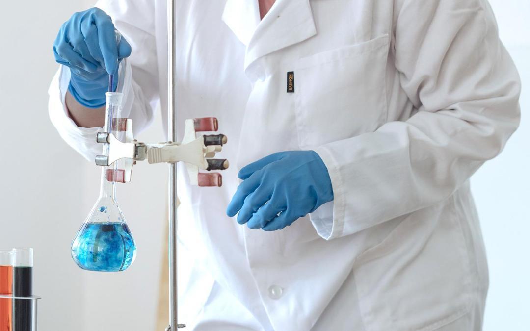 Provocar la muerte celular de tumorales