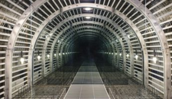 Mark Justiniani, Tunnel (low res), LEDS, reflective media and objects, 244 x 305 cm, 2016 (courtesy of the artist)