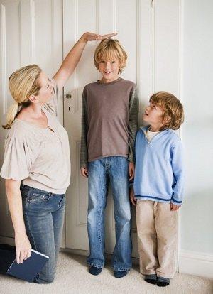 Mom measuring boys