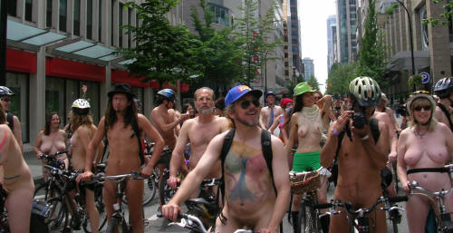world_naked_bike_ride_06_downtown1.JPG