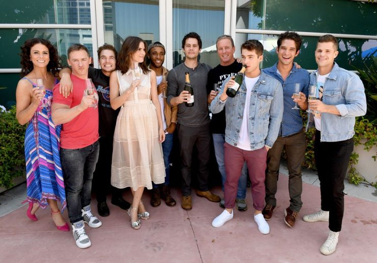 sdcc17 teen wolfparty - #SDCC17: Teen Wolf Takes a Final Bow; New Trailer Brings an Army to Town