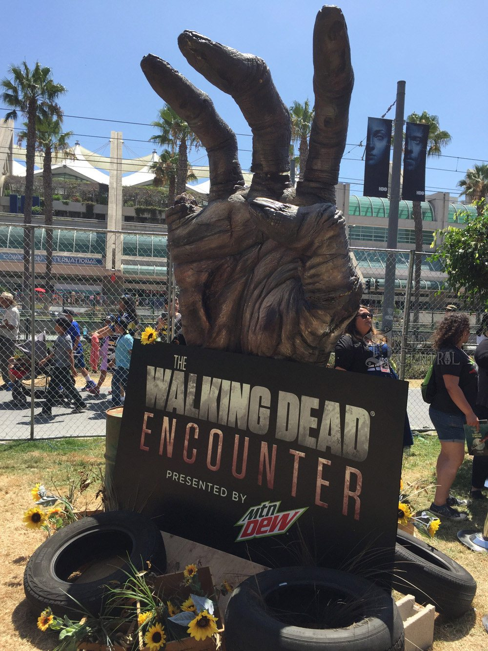 twd dq 2 - #SDCC17: We Took on The Walking Dead Encounter and Lived to Tell About It!