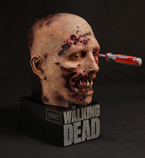 """twdcase - Watch the """"Fire on the Set"""" Bonus Feature from The Walking Dead: The Complete Second Season Blu-ray/DVD"""