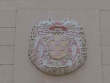 Calle Mayor de Alcalá de Henares - Escudo de la Universidad de Alcalá