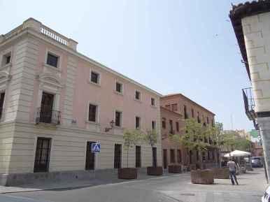 Plaza de Cervantes - Esquina con calle Cerrajeros y el Ayuntamiento