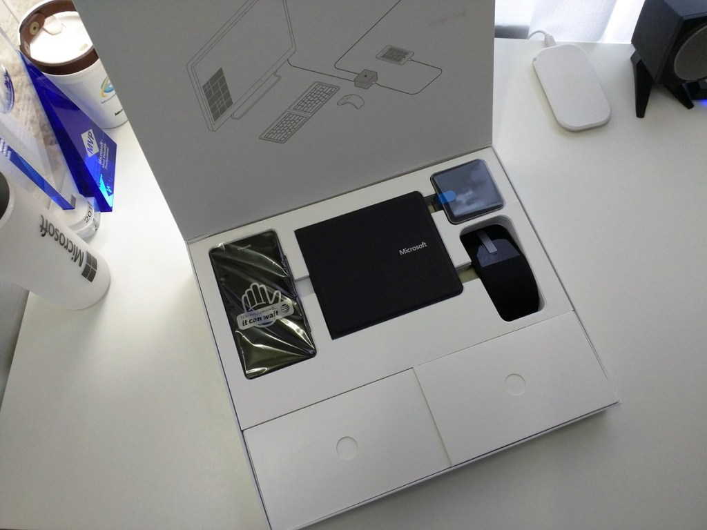 lumia-home-trial-packaging-open