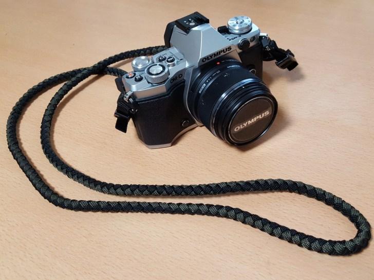 パラコードのカメラストラップ