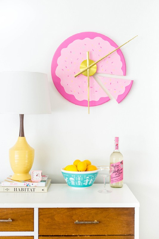 DIY Sliced Cake Wall Clock   dreamgreendiy.com