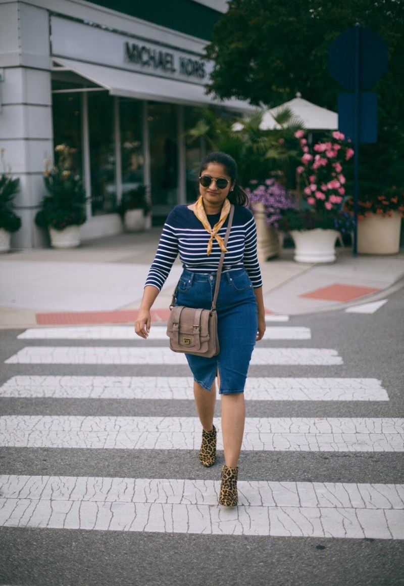 Lifestyle-blogger-Surekha-of-dreaming-loud-wearing-Banana-Republic-Seamed-Denim-Pencil-Skirt-1