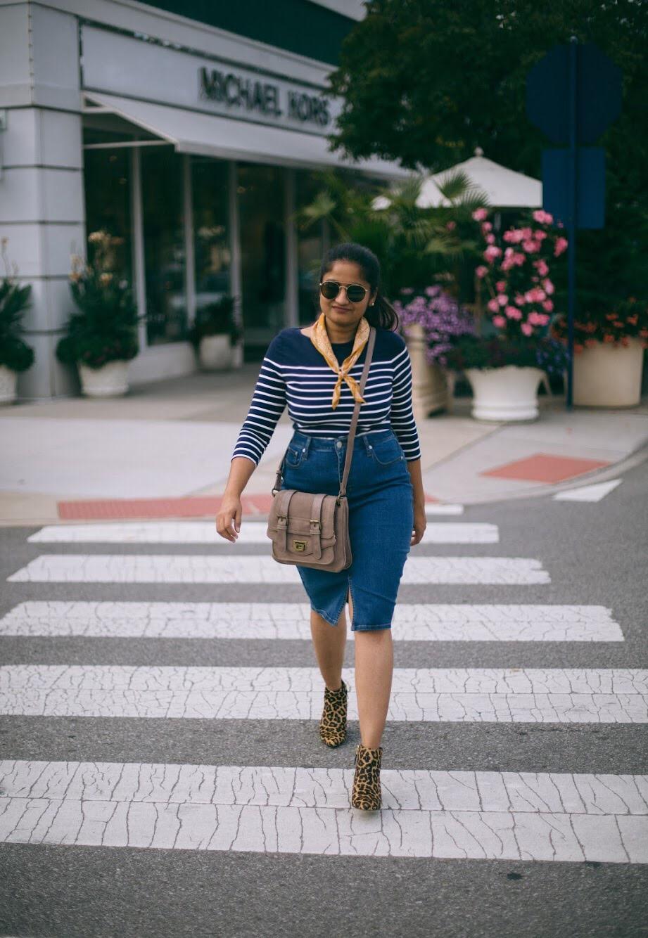 Lifestyle-blogger-Surekha-of-dreaming-loud-wearing-Banana-Republic-Seamed-Denim-Pencil-Skirt-1
