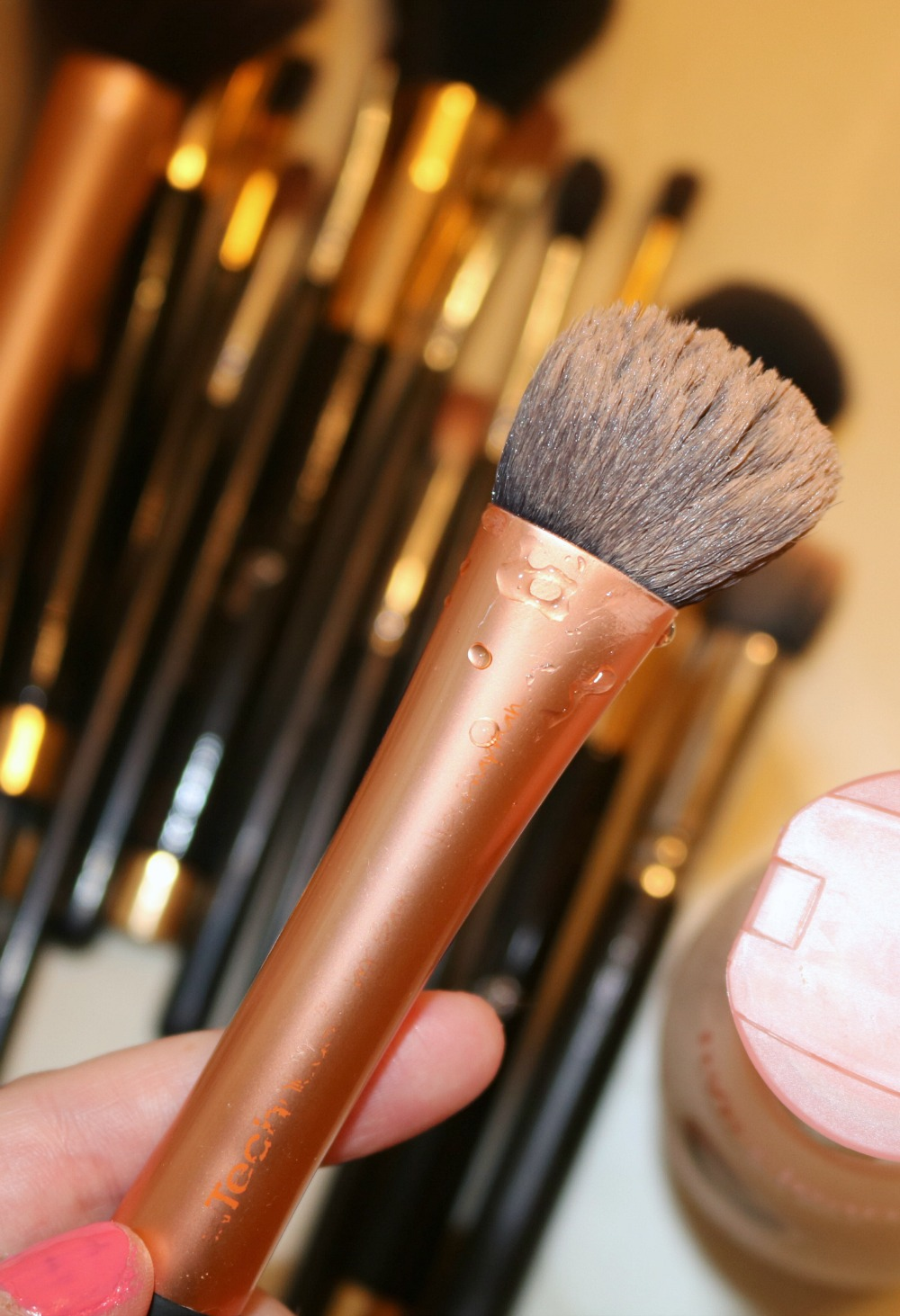 Best Makeup Brush Cleanser? Live Clean Coconut Milk Shampoo I DreaminLace.com #Makeup #CrueltyFree #BeautyTips