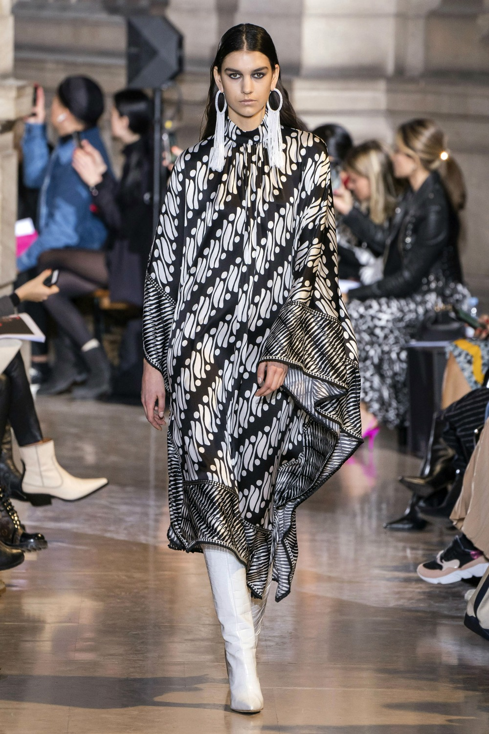 Best Paris Fashion Week Looks -Andrew Gn Fall 2019 Runway Collection #PFW #FashionWeek