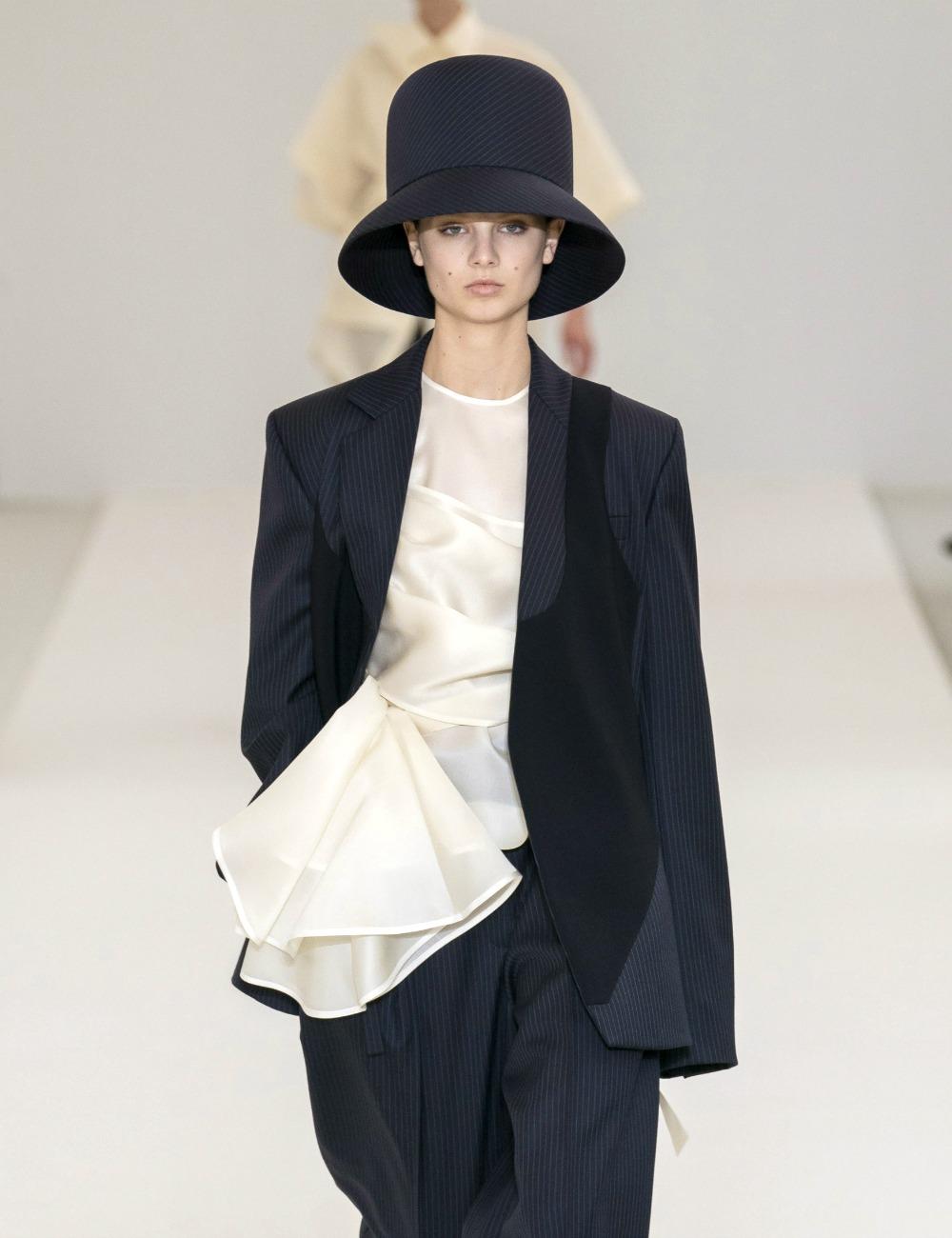 2019 Fall Fashion Trends to Wear Now I Statement Hats on the Nina Ricci AW19 Runway #FallFashion #Runway #Trends #FashionBlog #Styleinspo