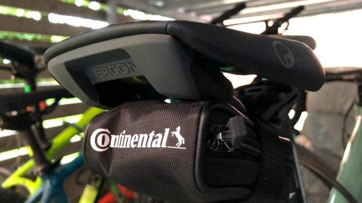 Ersatzschlauch-Kit beim Fahrradfahren