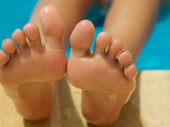 moles on toes superstitions meaning astrology