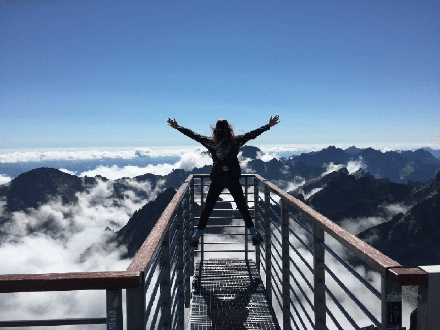 mountain-freedom-travel-abroad-move-expat-world