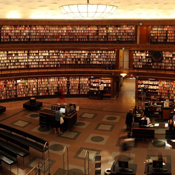Picture of a university library.