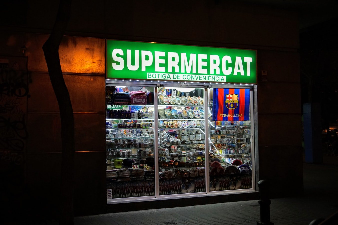 a photo of a supermercat in Spain