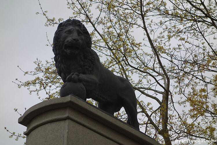 Swedish lion monument