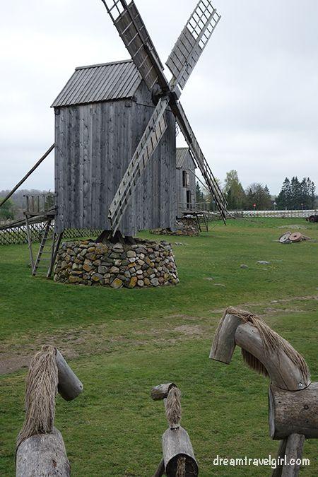 Estonia_Saaremaa_Angla_windmills03_BIG
