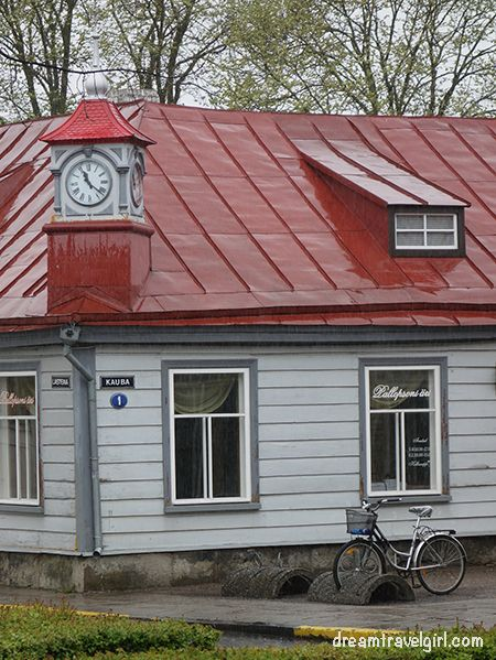I liked the clock of this house
