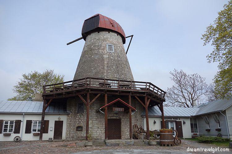 Dutch mill, nowadays an inn