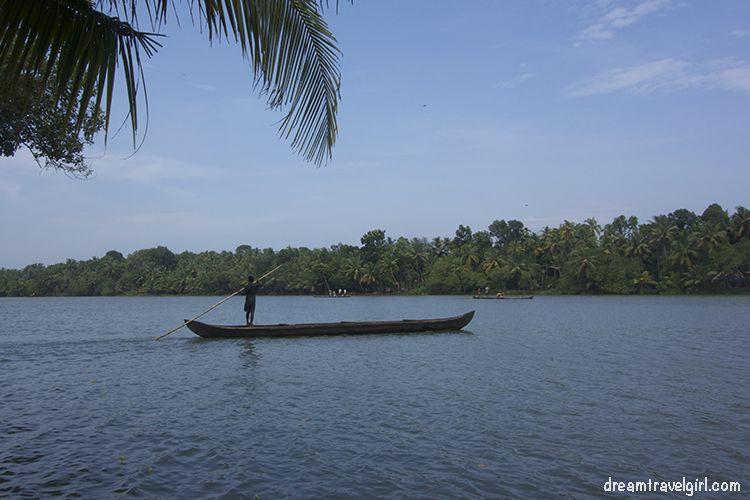 India_Munroe-island20_canoe