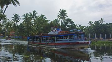 Backwaters of Kerala: Allepey by local ferry