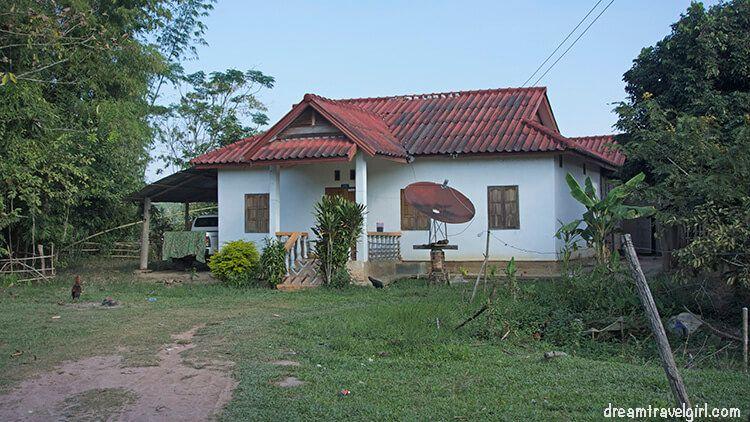 Laos_Luang-Namtha_house