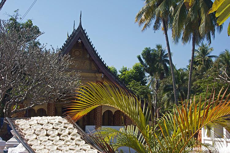 Laos_Luang-Prabang_drying-rice-temple