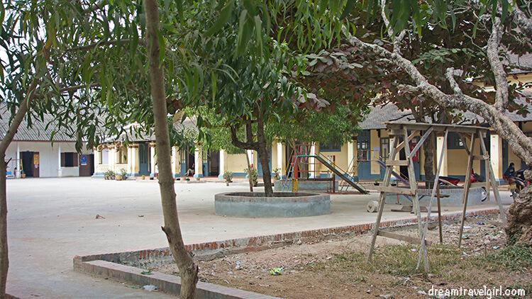 Laos_Luang-Prabang_school