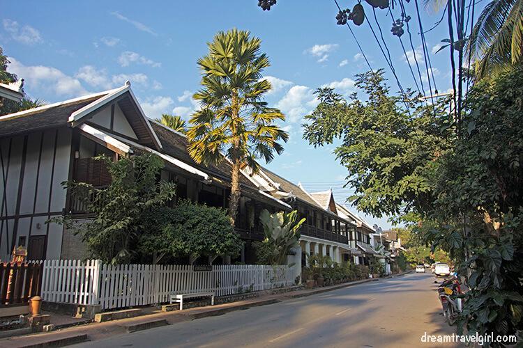 Laos_Luang-Prabang_street2