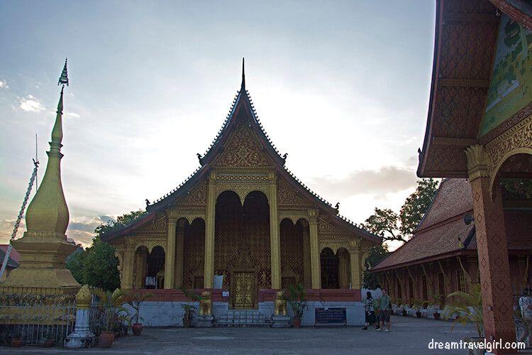 Laos_Luang-Prabang_temple-wat02
