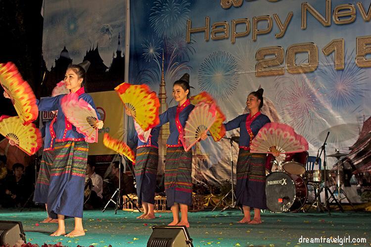Laos_Luang-Prabang_traditional-dances-show
