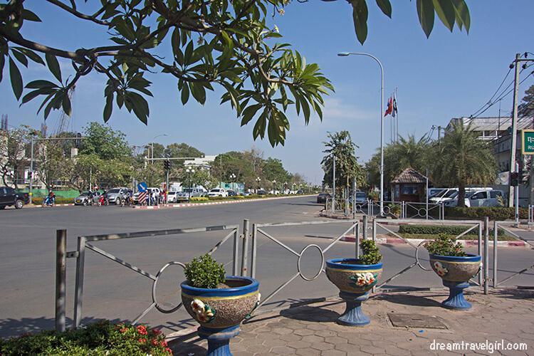 Laos_Vientiane_street02