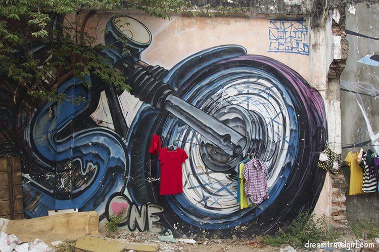 Cambodia_Kampot_street-art