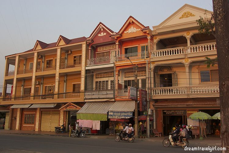 Cambodia_Kratie_street_evening1