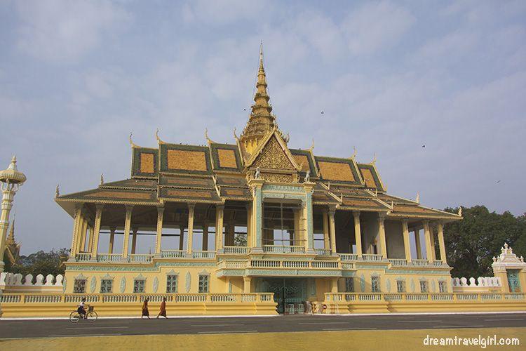 Cambodia_Phnom-Penh_Royal-palace1